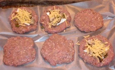 Juicy Lucy aka Jucy Lucy aka Stuffed Burger — BBQ Dictionary